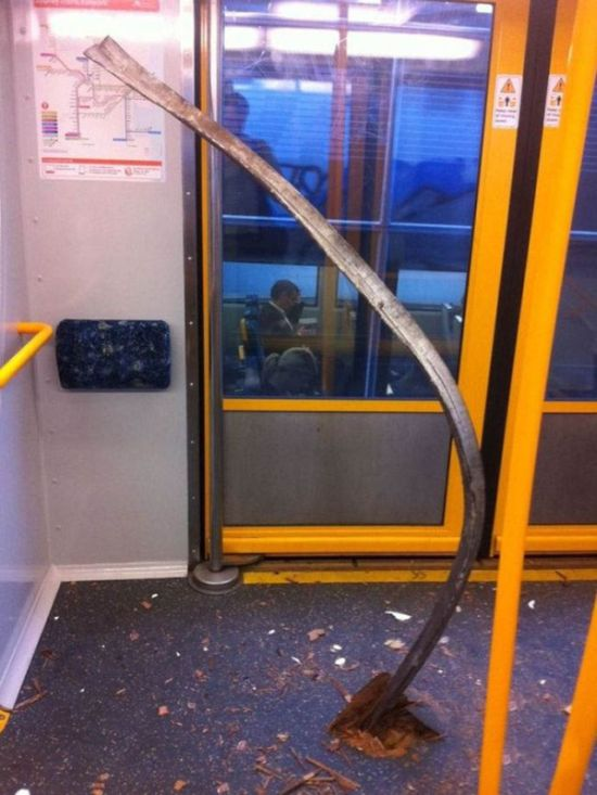 Accident in Australian Subway (3 pics)