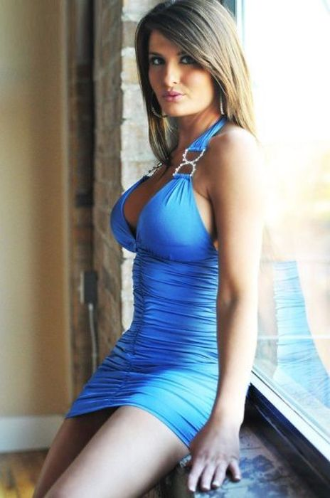 Pretty Girls in Tight Dresses. Part 11 (53 pics)