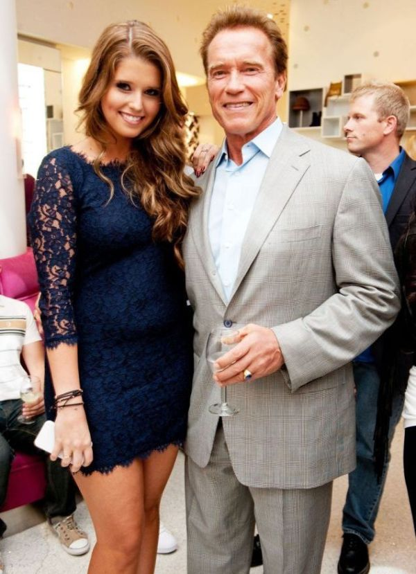 Can You Guess Who This Girl's Famous Dad Is? (3 pics)