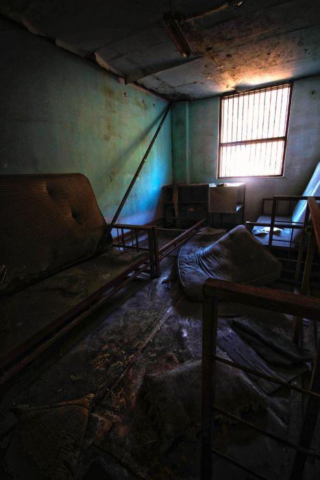 Abandoned Mental Hospital (24 pics)