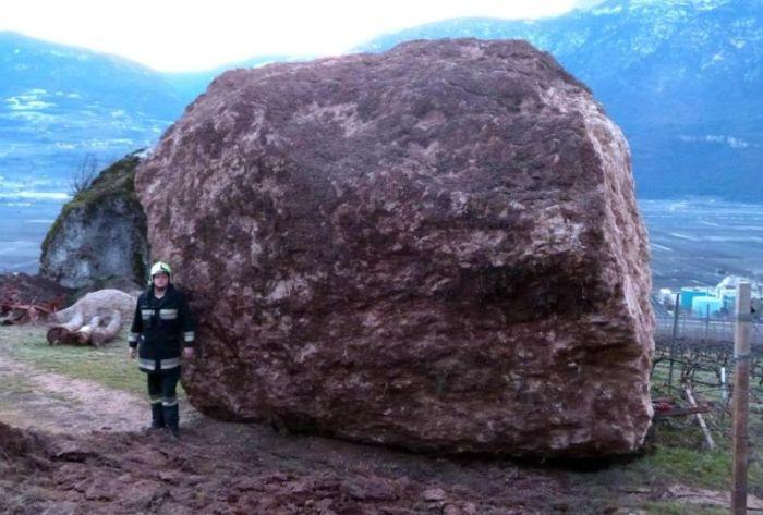 Fallen Rock (6 pics)