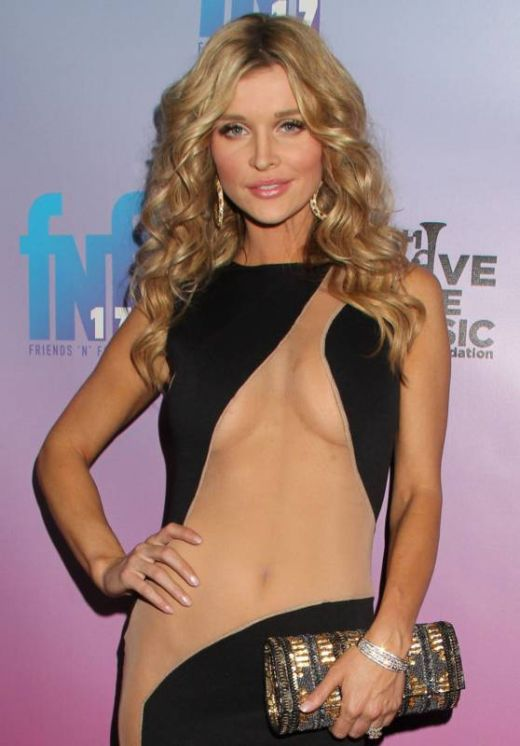 Paris Hilton's and Joanna Krupa's Grammy Dresses (18 pics)