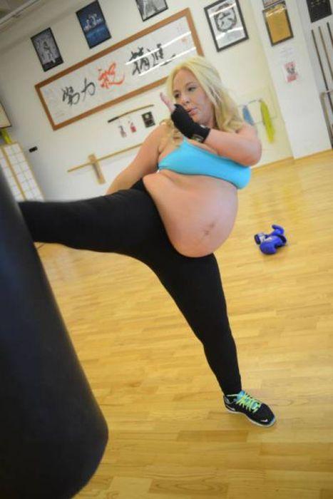 Pregnant Kickboxer (22 pics)