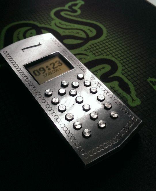 DIY Vertu Phone (12 pics)
