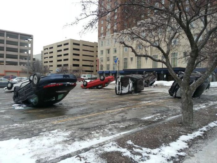 Upside Down Cars (4 pics)