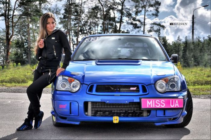 Hot Girls and Awesome Cars (52 pics)
