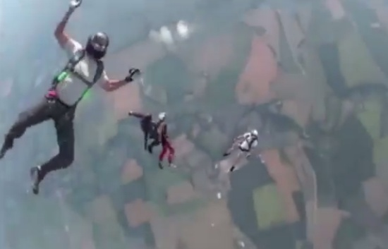 Skydiver Rescued When Lost Consciousness During the Flight