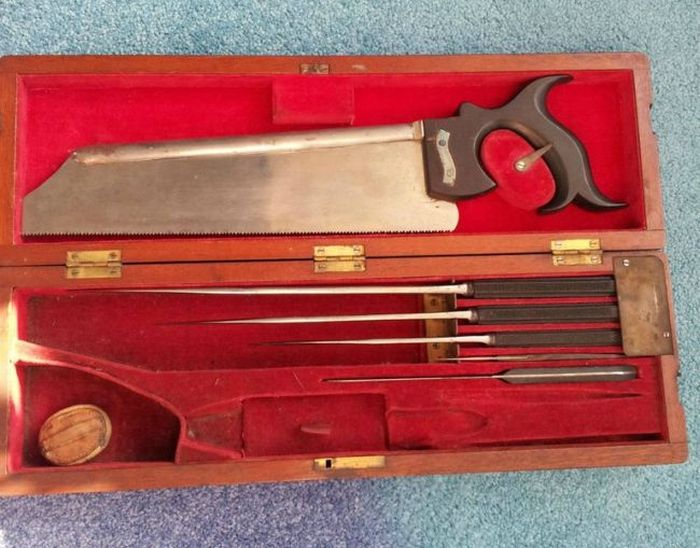 19th Century Surgical Kit of War Surgeon (9 pics)
