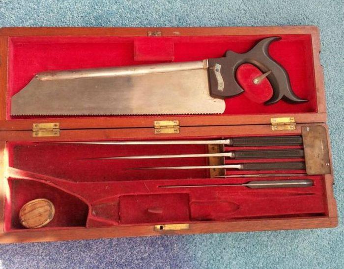 19th Century Surgical Kit of War Surgeon (9 pics)