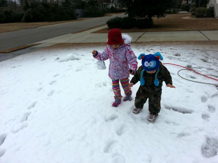 A Little Girl Desperately Wanted Snow in South Carolina (6 pics)