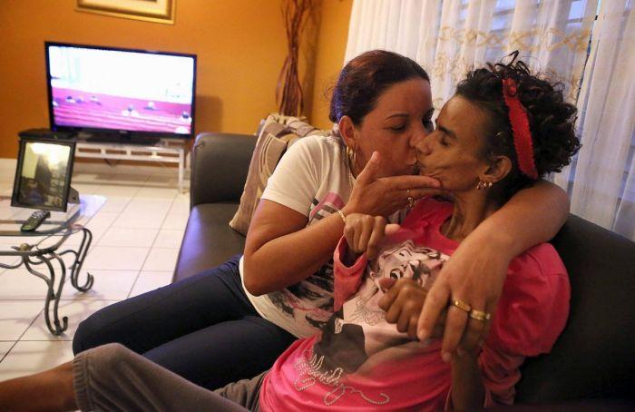 The Story of Linda Perez (22 pics)