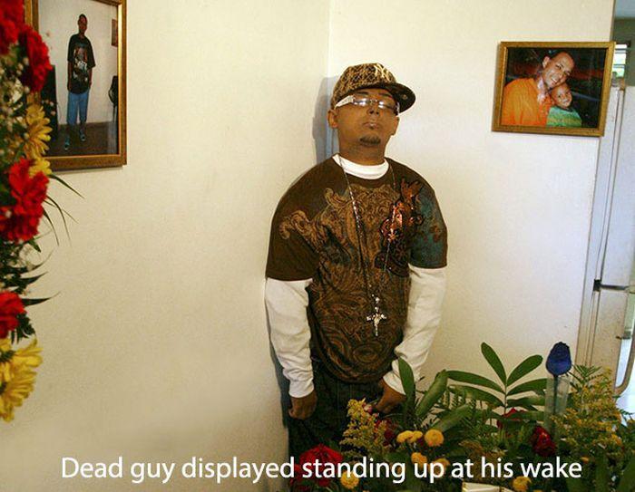 Odd Funerals (19 pics)
