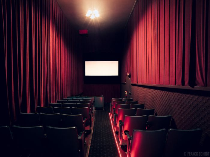 Inside the Empty Cinemas (21 pics)