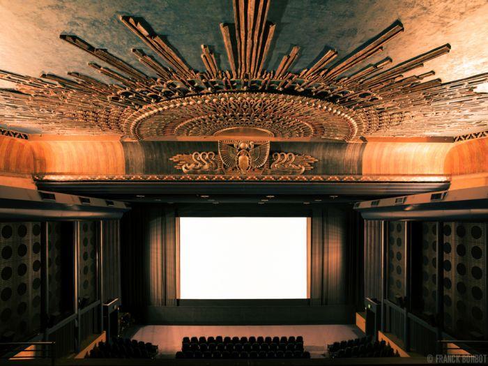 Inside the Empty Cinemas (21 pics)