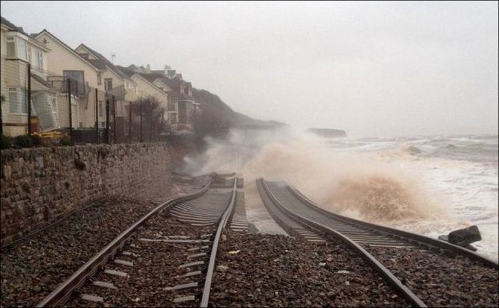 Aftermath of the Storm in the UK (11 pics)