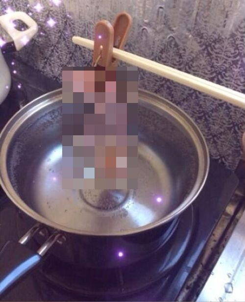 How to Cook an Egg Inside a Condom (4 pics)
