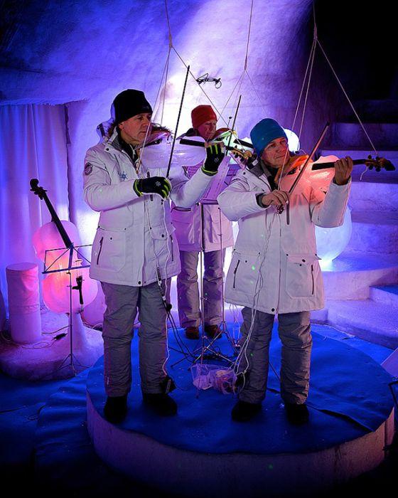 Performance Hall in Ice (15 pics)