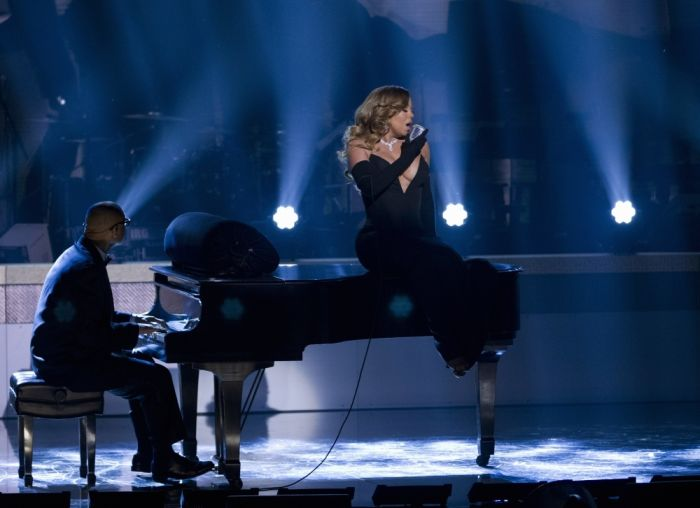 Mariah Carey Got Beautiful Cleavage (7 pics)