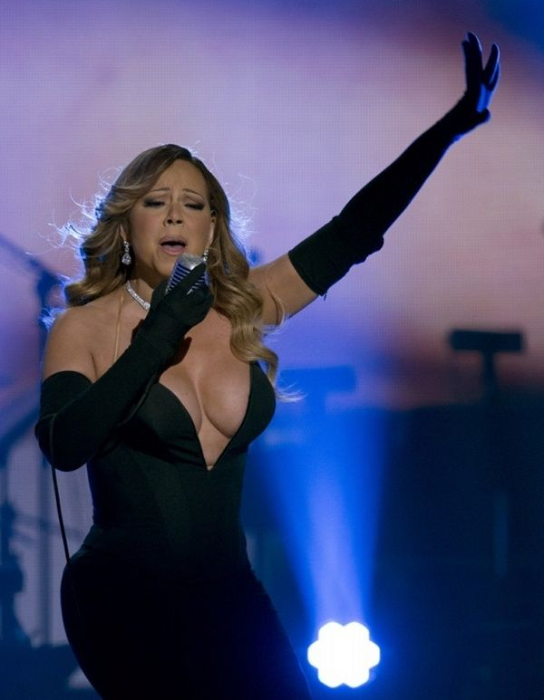 Mariah Carey Got Beautiful Cleavage (7 pics)