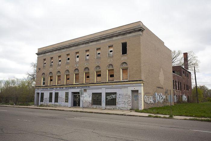 Abandoned Churches of Detroit (27 pics)