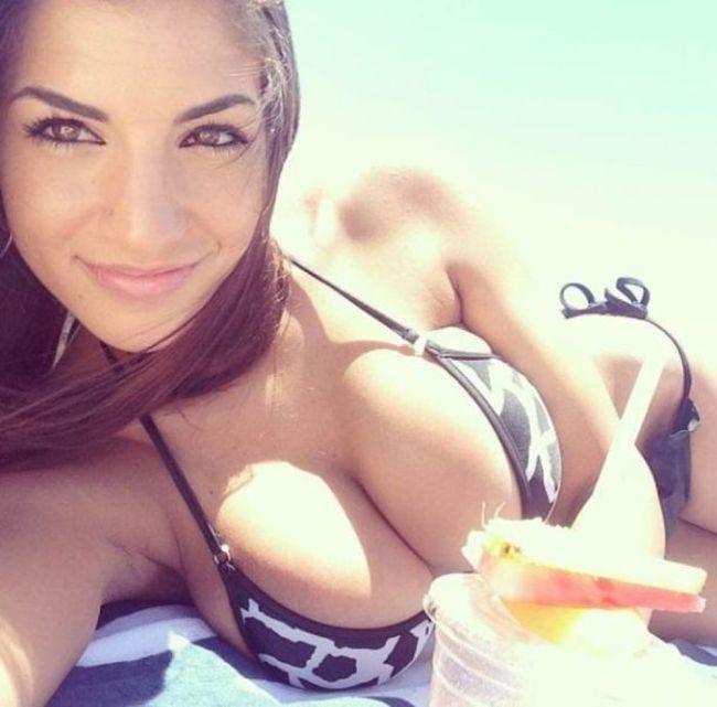 Big Tits fotos en bikini
