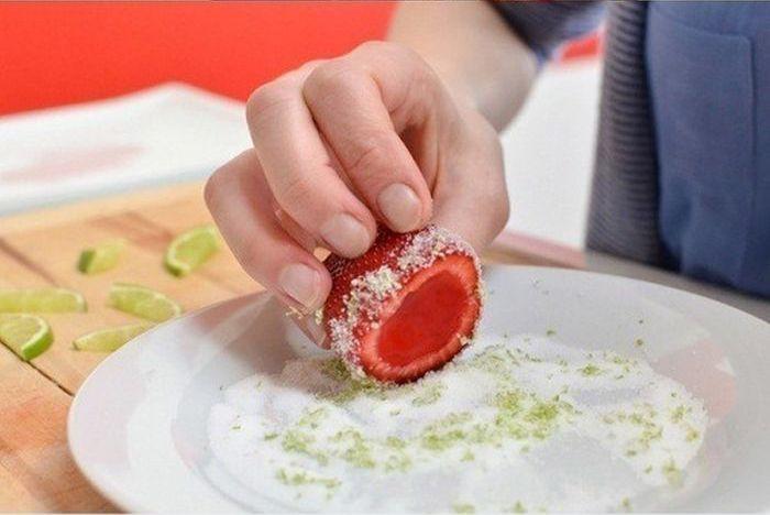 Strawberry Margarita Jello Shots (6 pics)