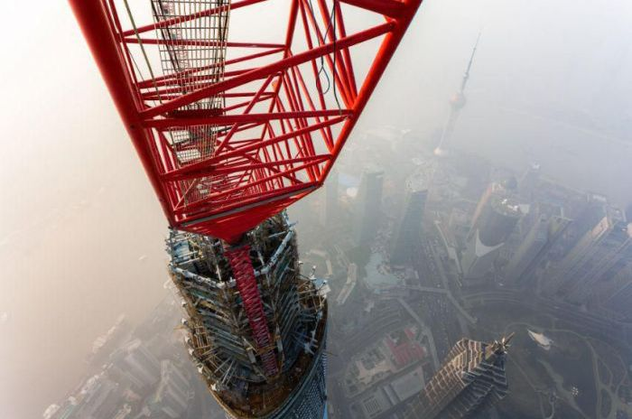 On the Top of the Shanghai Tower (13 pics + video)