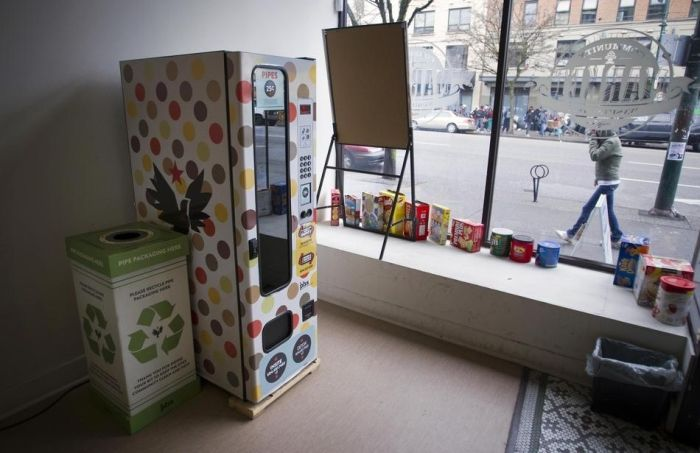 Crack Pipe Vending Machines (7 pics)