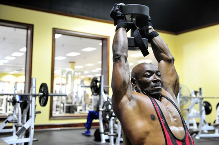 70-Year-Old Bodybuilder (30 pics)