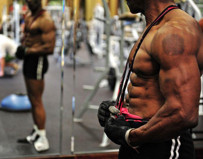 70-Year-Old Bodybuilder (30 pics)