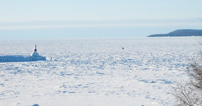 The Great Lakes Are Nearly Frozen Over For The First Time In 20 Years (11 pics)