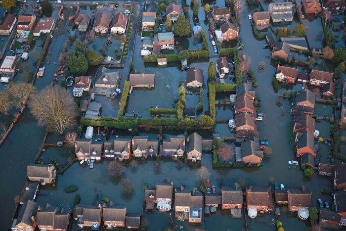 Thames Flooding (37 pics)