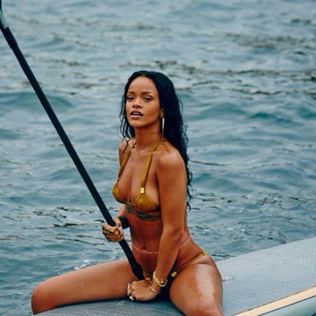 Rihanna's Hottest Instagram Photos (17 pics)