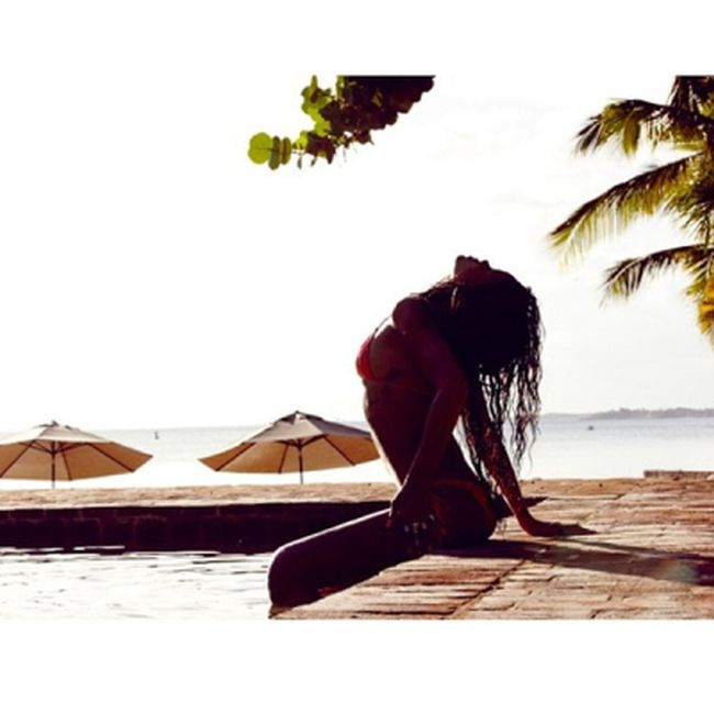 Rihanna's Hottest Instagram Photos (17 pics)