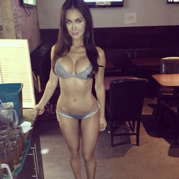 Bikini Waitresses from the Cafe Lu (21 pics)