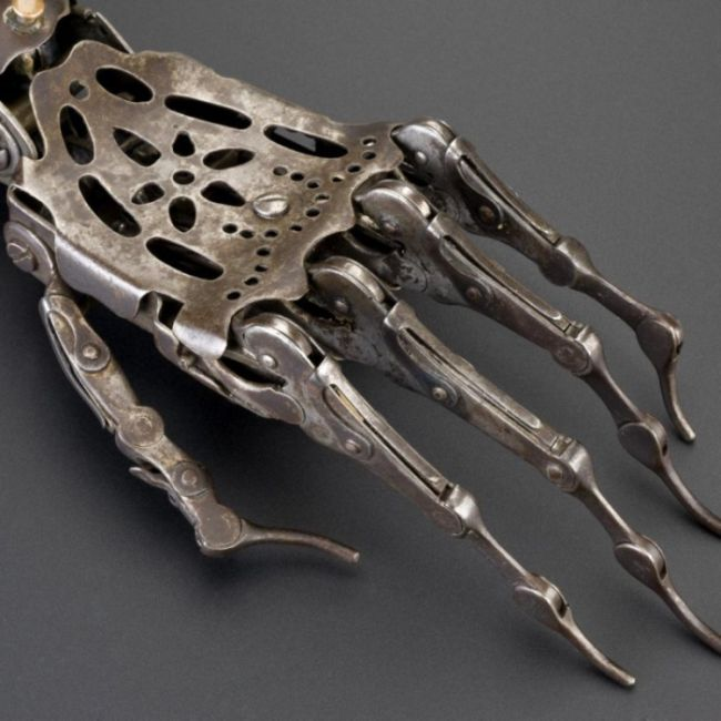 Artificial Arm from the Past (3 pics)