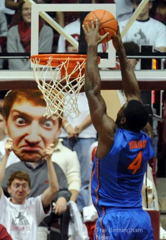 Awesome Sporting Event Signs (26 pics)