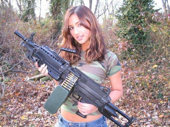 Girls and Guns (65 pics)