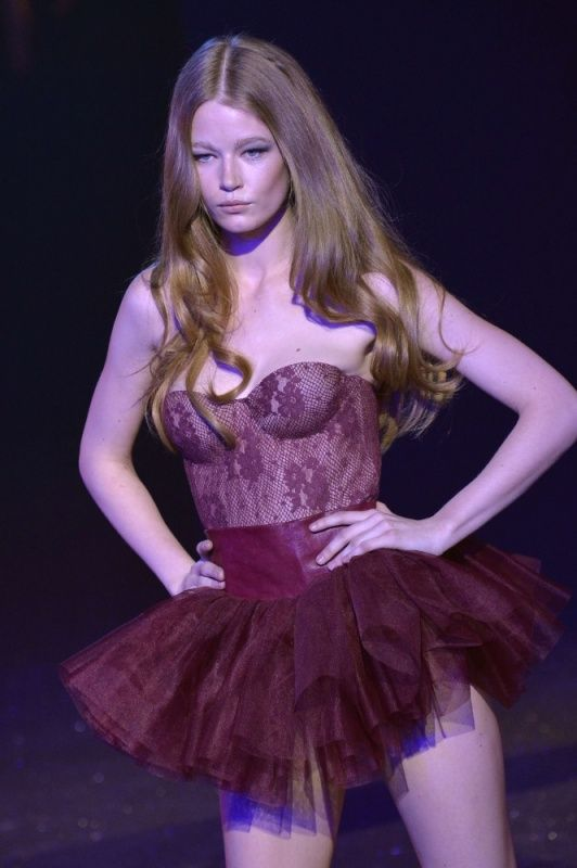 Lingerie Fashion Show (39 pics)