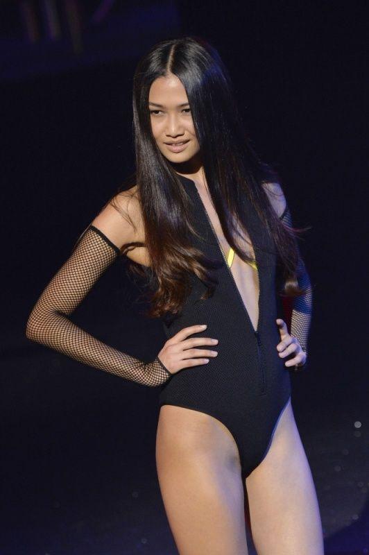 Lingerie Fashion Show (39 pics)