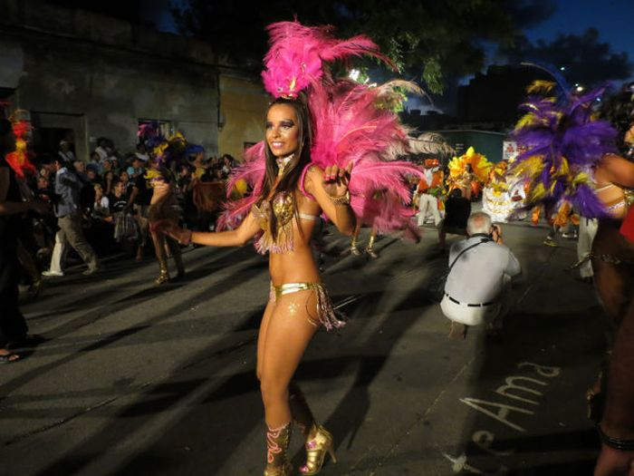 Carnival Girls of the Montevideo Festival (42 pics)