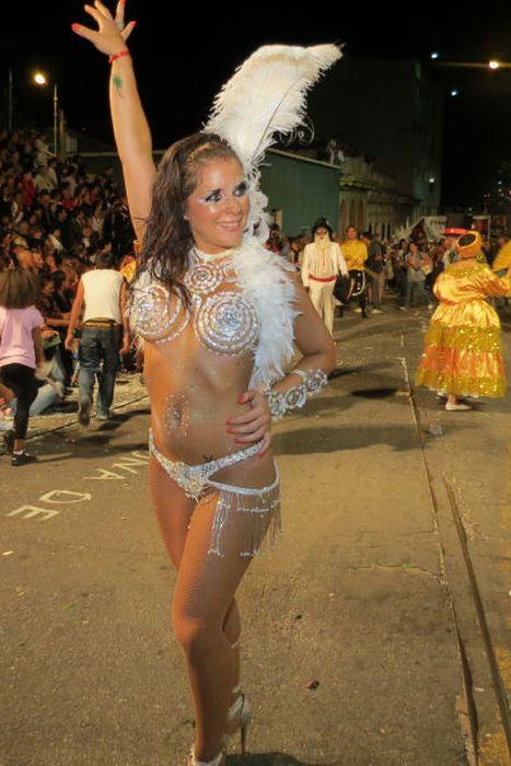 Carnival Girls of the Montevideo Festival (42 pics)
