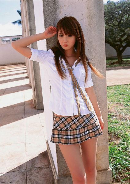 Hot Girls in School Uniforms (76 pics)