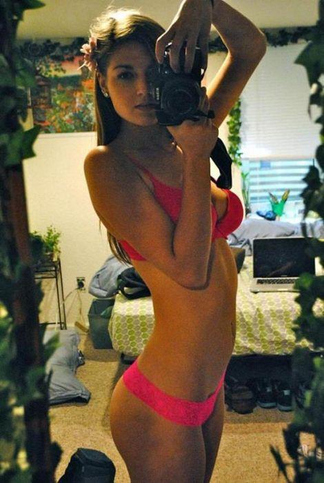 Busty Selfies (40 pics)