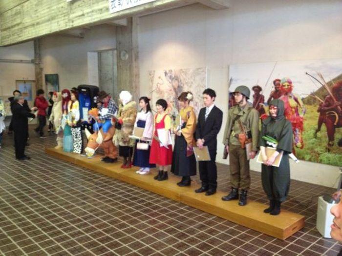 Unusual Graduation in a Japanese School (16 pics)