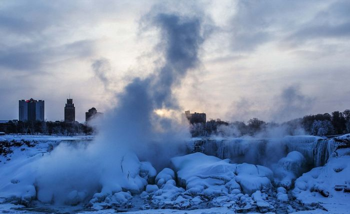 Niagara Falls is Frozen Again (15 pics)