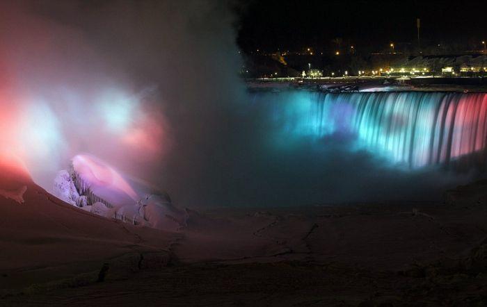 Niagara Falls is Frozen Again (15 pics)