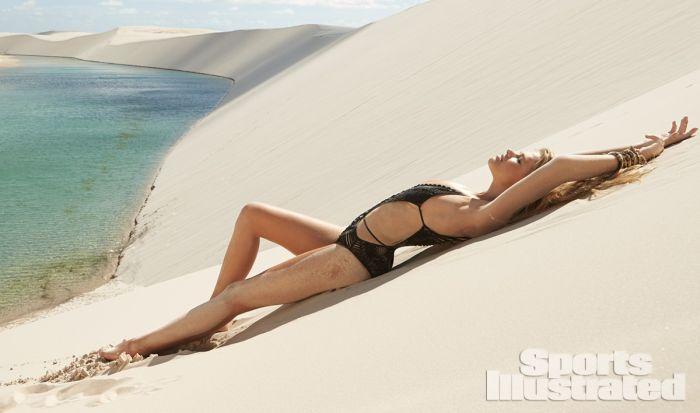 Valerie van der Graaf Bikini Photos (29 pics)