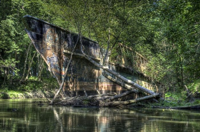 Kayakers Found a Ship with a Great Story (13 pics)