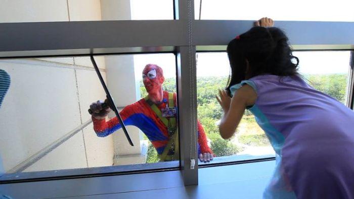Superhero Window Cleaners (12 pics)